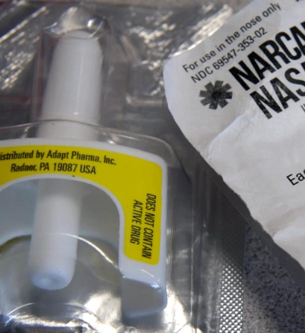 naloxone nasal applicator
